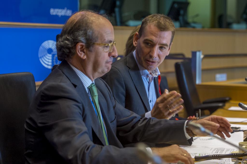 Fltr: Daniel Calleja Crespo, Benedek Javór MEP
