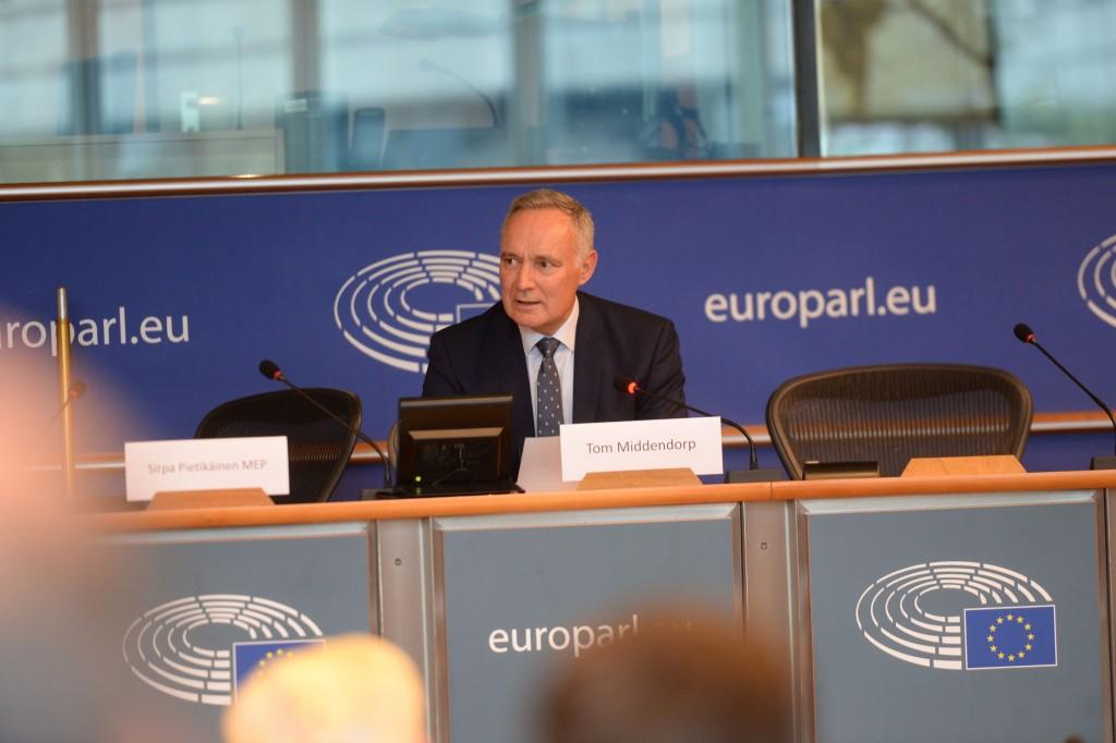 20191015-EU Parl-Forum Globe-CoR001
