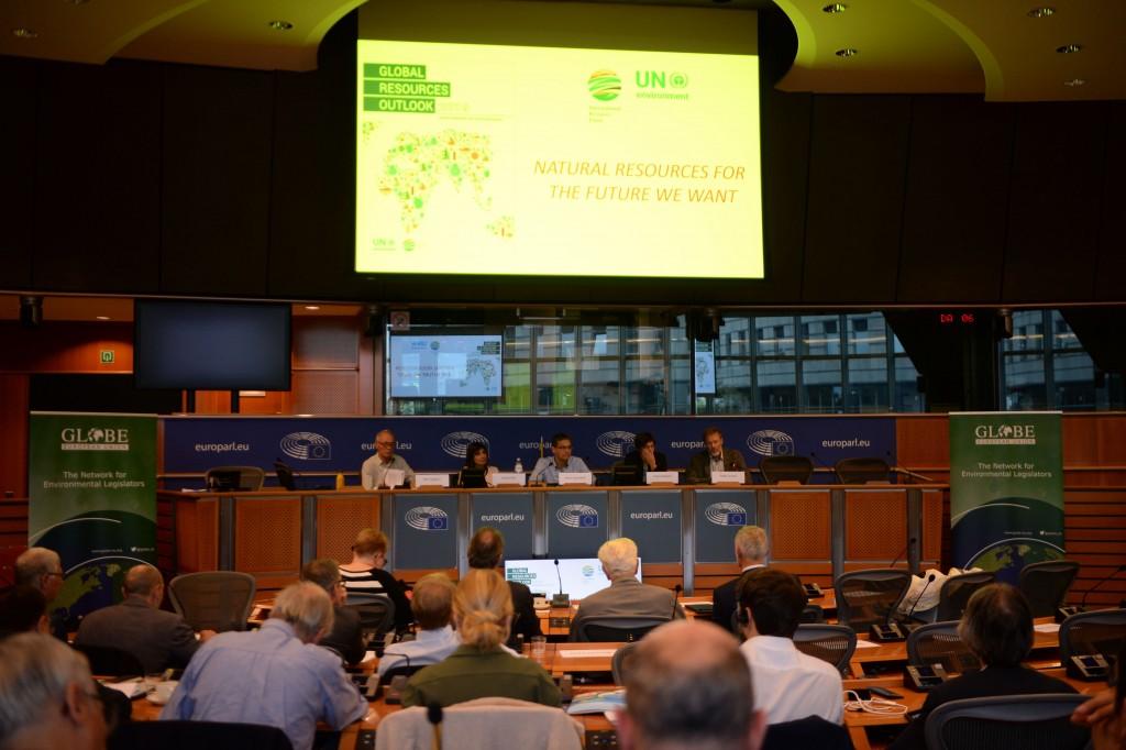 20191015-EU Parl-Forum Globe-CoR040